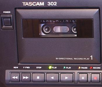 Der Tascam - 302 gehört zu unserem Equipment.
